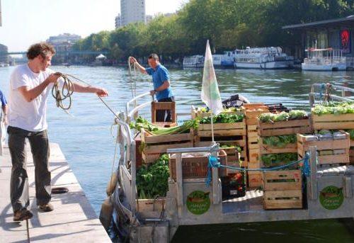 Une nouvelle tendance s'installe petit à petit à Paris, les marchés sur l'eau.