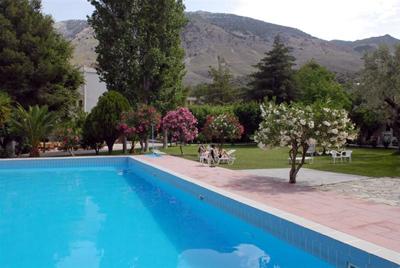 Idi hotel pool2