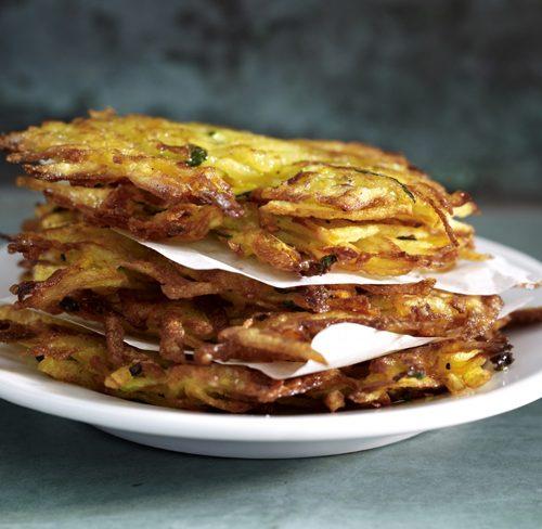 Recette végétarienne: Röstis aux oignons nouveaux et salsa tomate-avocat