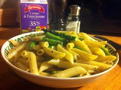 Recette végétarienne-Pâtes aux asperges, aux haricots verts et au pesto