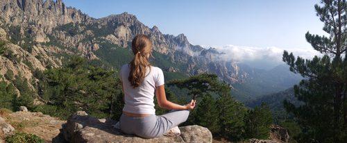Le yoga nous donne la positive attitude