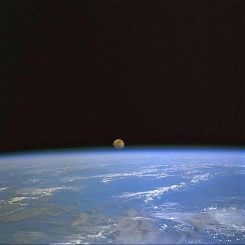 La pleine lune du 12 juillet à travers l'ISS