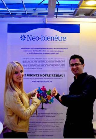 Laura Marie et Julien Peron sur le stand Neo-bienêtre