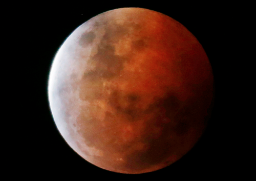 Super lune rouge et éclipse totale dans la nuit du 27 au 28 septembre