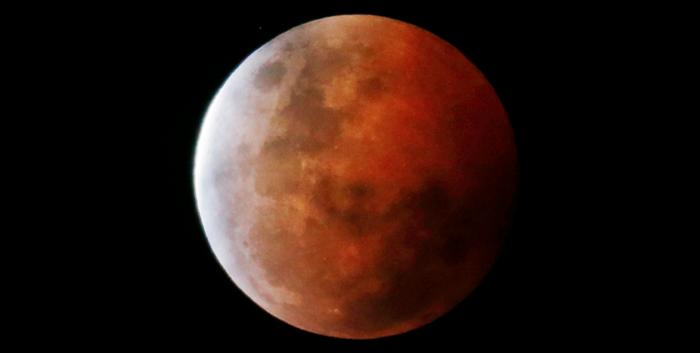 Super_lune_rouge_et_eclipse_totale_dans_la_nuit_du_27_au_28_ septembre