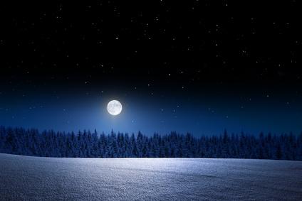 La pleine lune peut nous éclairer, pas besoin d'électricité dans les rues