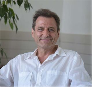 Sylvain Bugajski, psychothérapeute et sophrologue à Paris