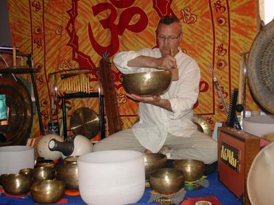 Sylvain Rodriguez formé en sonologie, yoga du son, chant spontané et en voix dans le Rhône