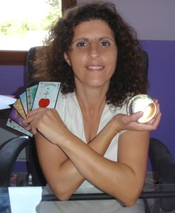 Sarahel, médium pure, spécialiste de l'oracle de la triade, pour vous prédire et vous soutenir.