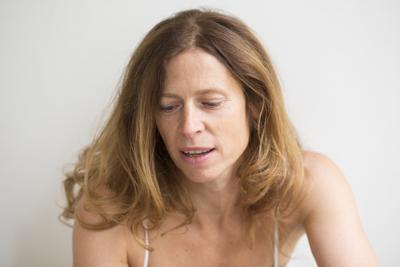 Emmanuelle Stimamiglio, yoga traditionnel, yoga dynamique et yoga périnatal à Paris