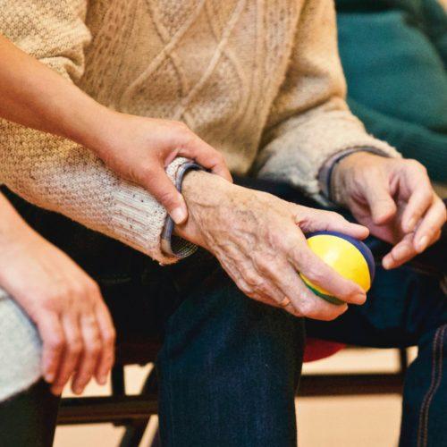 Click&Care Pro : La solution pour le recrutement des aides-soignants