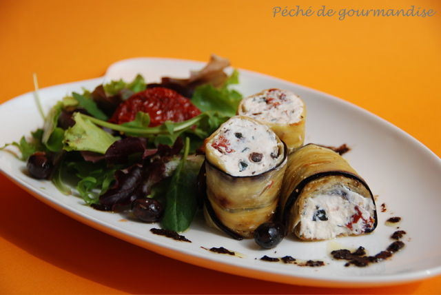 recette v g tarienne rouleaux d 39 aubergine farcie au yaourt neo bien tre. Black Bedroom Furniture Sets. Home Design Ideas