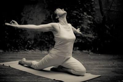 Yoga et développement personnel- La Symbolique de Garudasana, la posture de l'aigle