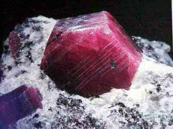 Pierres et cristaux-Rubis