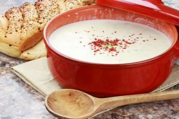 recette v g tarienne soupe pic e aux pommes de terre c leri rave et coriandre neo bien tre. Black Bedroom Furniture Sets. Home Design Ideas