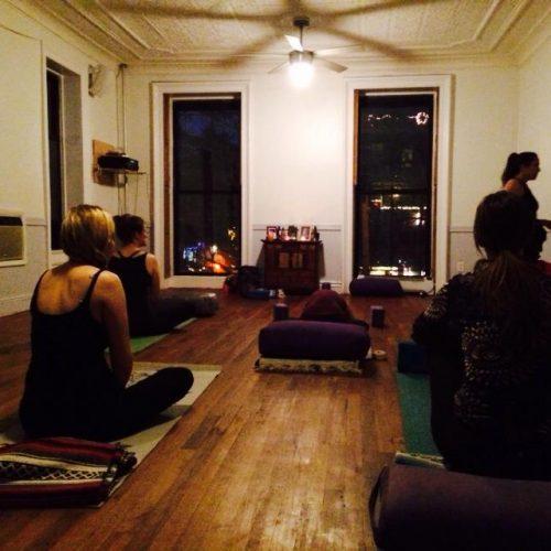 Neo-bienêtre teste les club de Yoga de Brooklyn-New-York