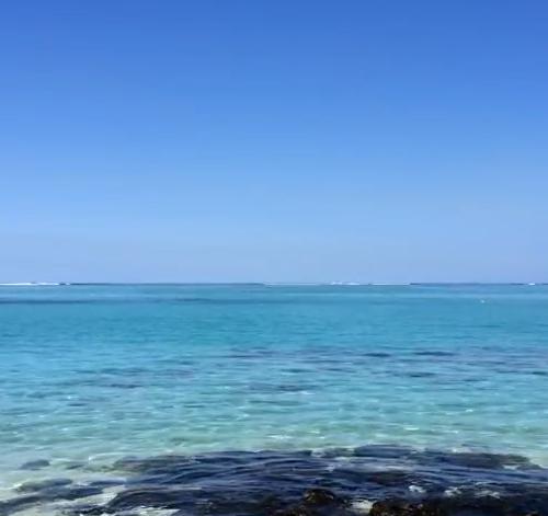 Méditation du monde dans un lagon à l'île Maurice