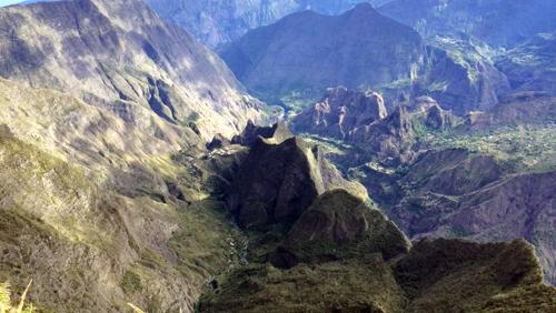 Méditation du monde au cirque de mafate à La Réunion