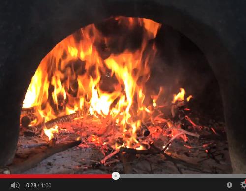 Méditation contemplative d'un feu de cheminée