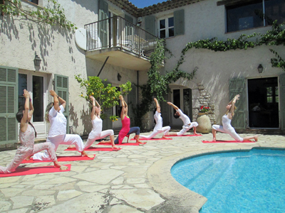 Stage de yoga en chambres d 39 h tes saint paul de vence for Chambre yoga
