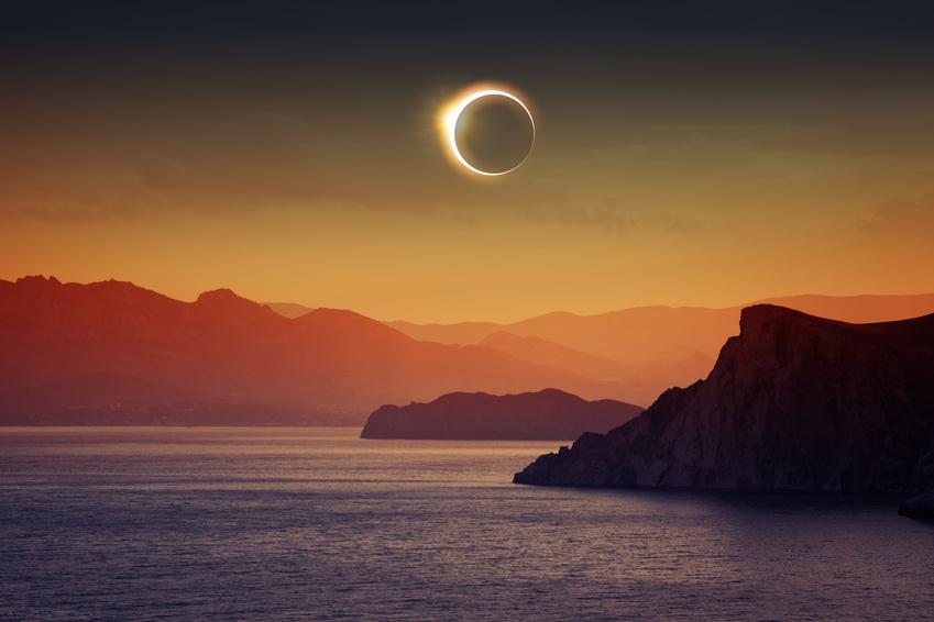 http://www.neobienetre.fr/wp-content/uploads/2017/02/nouvelle_lune_et_eclipse_solaire_le_26_fevrier_2017.jpg