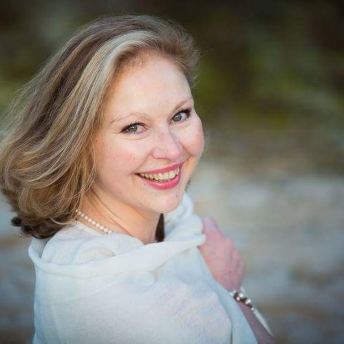 Christine Durandeau Dauge, coach en nutrition holistique et bien être, professeur de yoga, animatrice d'un club de bonheur à La Rochelle